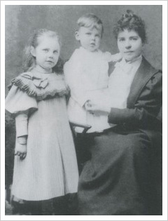 Louisa with her children Mary and Kingsley