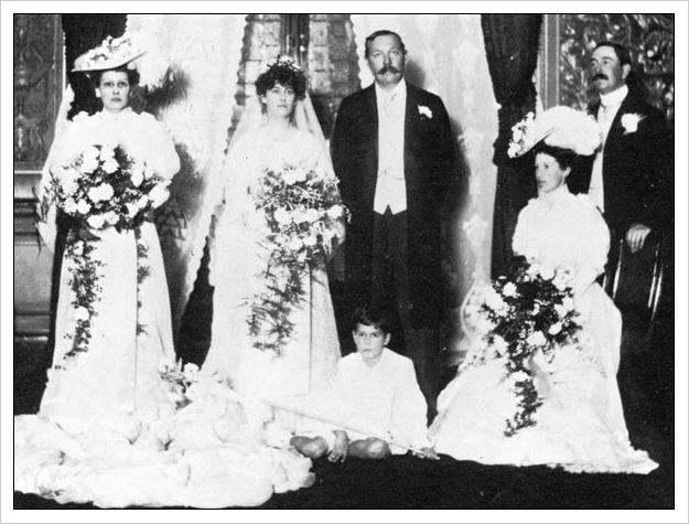 Arthur and Jean's wedding picture in 1907 with his brother Innes as best man